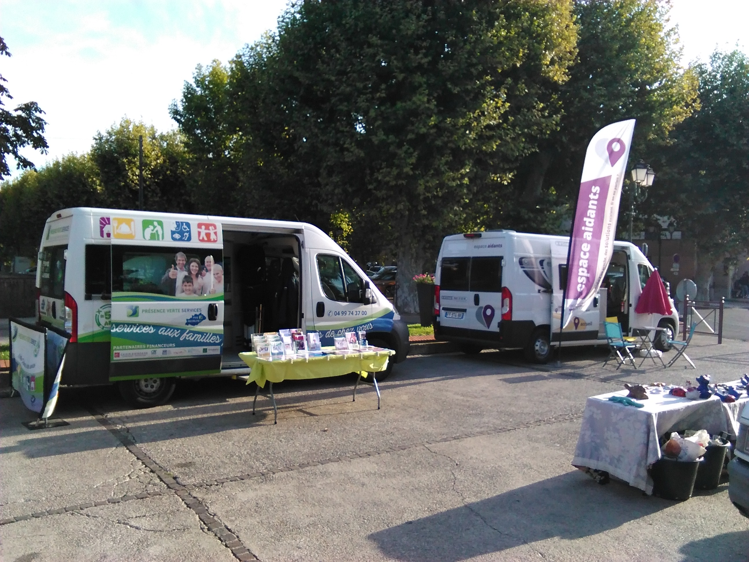 2 bus à Clermont l'Hérault